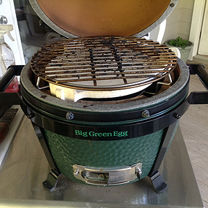 minimax woo with platesetter showing indirect set-up in the minimax big green egg