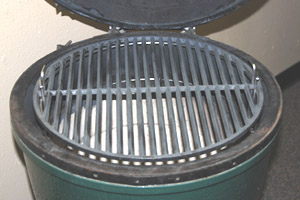 pswoo-ci holidng an 18 cast iron grid on the large big green egg at the felt line