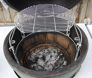 rig extender pushed back on rig in big green egg
