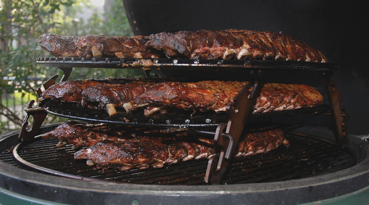 3 grids of ribs on the xl rig inside the xl big green egg®