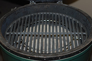 "spider up holding the 18"" cast iron grid up in large big green egg"