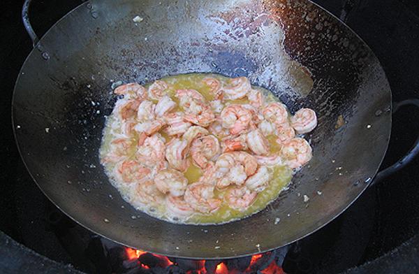 Shrimp scampi wok cook