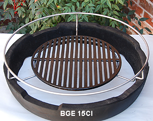 "XL Woo with 15"" big green egg cast iron grid on the woo's lower ring"